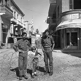1963-The-barricades-go-up-at-the-bottom-of-Ledra-Street-at-the-end-of-1963